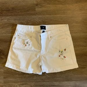 Floral Embroidery Gap White Jean Short